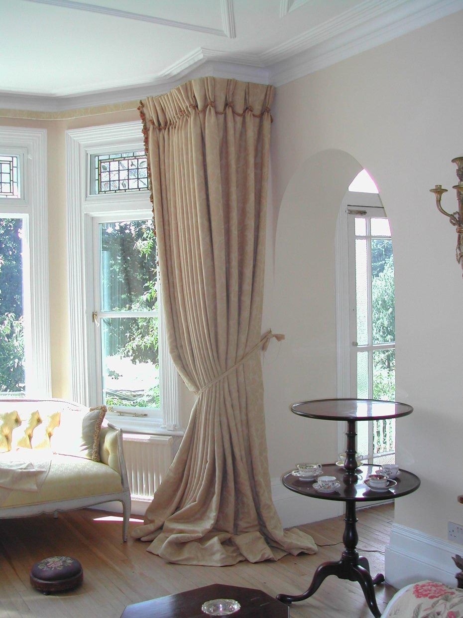 Bay window treatments for bedroom window treatments for Window valances for bedroom