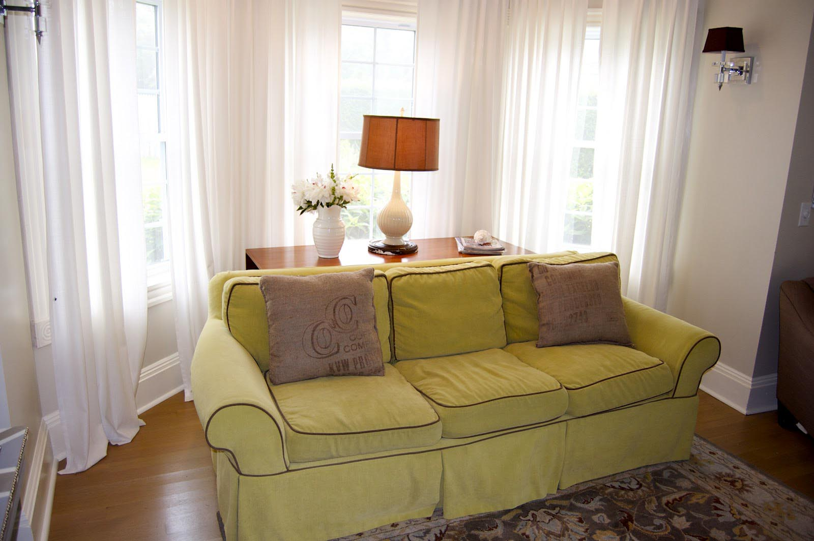 Living room bay window treatments window treatments for Bay window treatment ideas living room