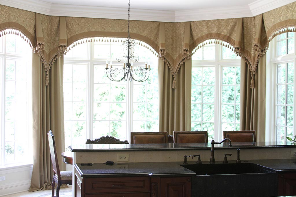 Pictures of bay window treatments window treatments for Ideas for bay window treatments