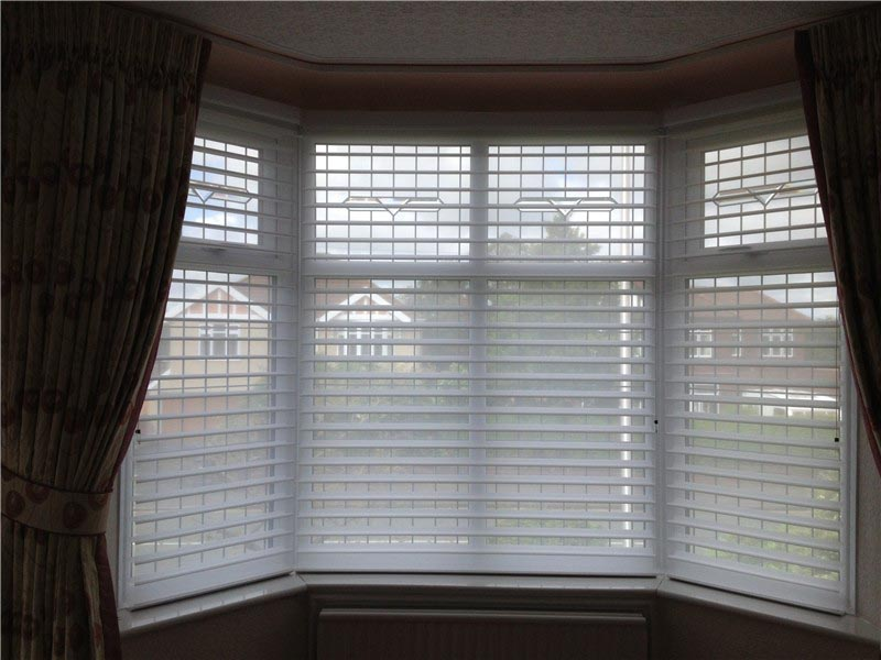 Blinds for bay windows ideas window treatments design ideas for Window blinds with designs