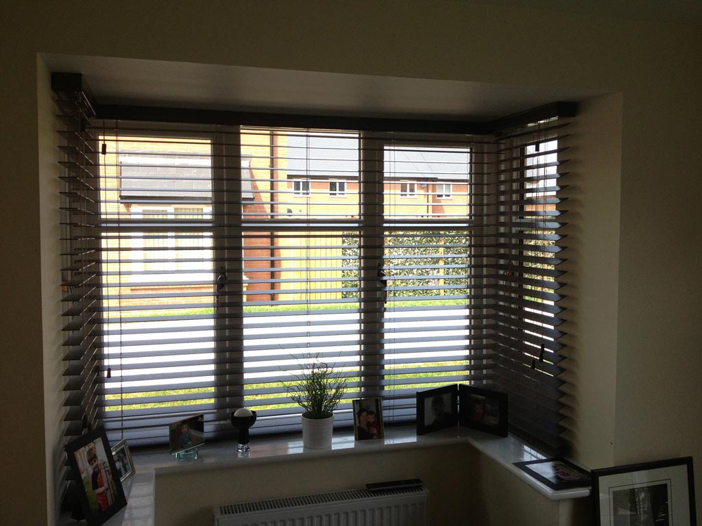 Blinds for bay windows window treatments design ideas for Blind ideas for bay windows