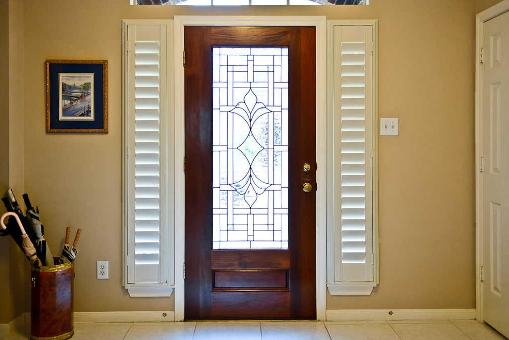 Front door side window blinds window treatments design ideas for Exterior side entry doors
