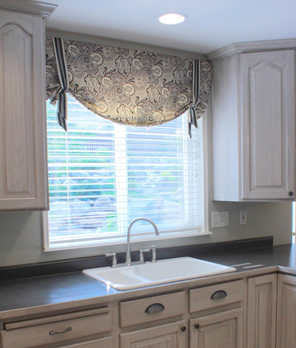 Kitchen Cabinet Cornice: Window Treatments Design Ideas