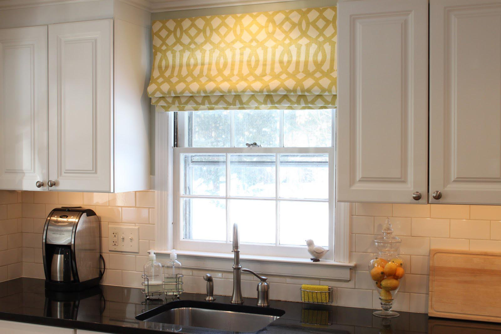 Kitchen window shades blinds window treatments design ideas for Window blinds with designs