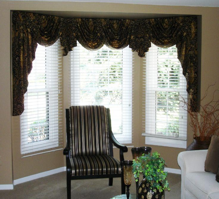 Valances for bay windows in living room window for Living room valances