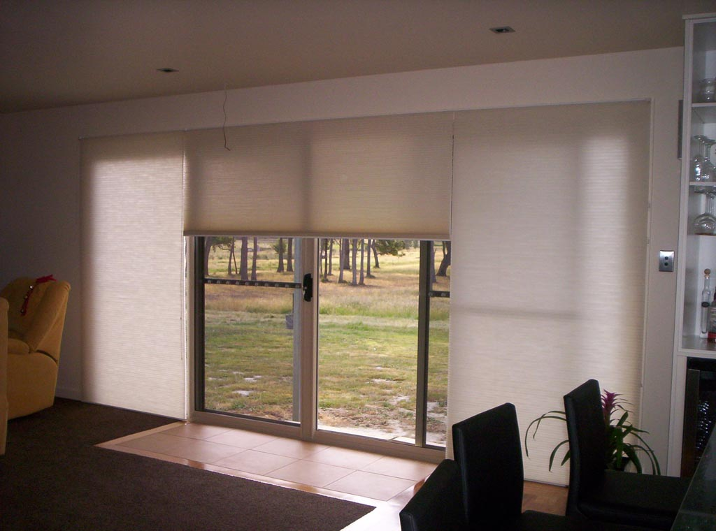 Solar shades for patio doors window treatments design ideas for Interior blinds for sliding glass doors